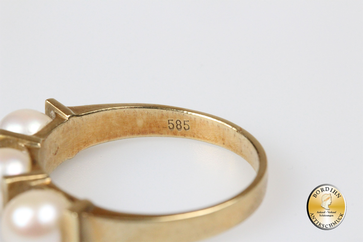 Ring; 14 Karat Gold, 3 Perlen