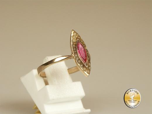 Ring 9 Karat Gold Schiffchen Ring antik roter Farbstein Perlchen Schmuck