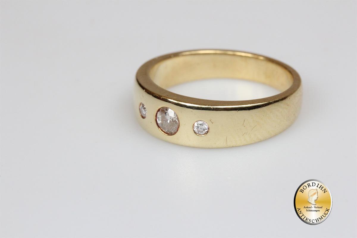 Ring; 14 Karat Gold, drei Diamanten