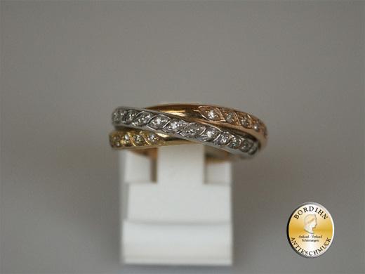 Ring; 18 Karat Weiss- Rot und Gelbgold, 3 Reifen verschlungen, um 2000