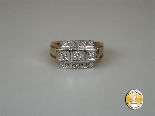 Damenring; 14 Karat Gold mit kleinen Diamanten, um 1970