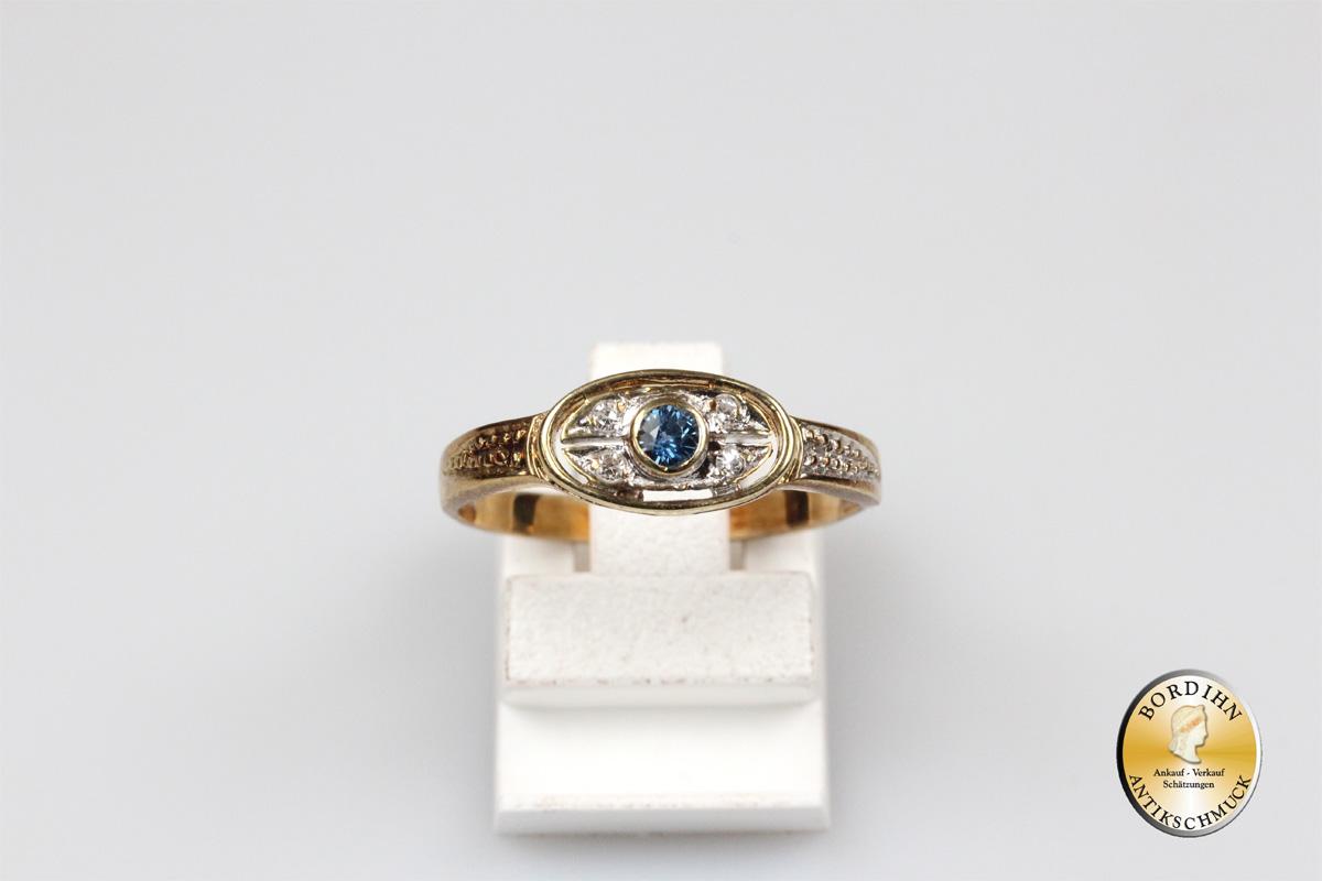 Ring; 9 Karat Gold mit vier Diamanten und Farbstein