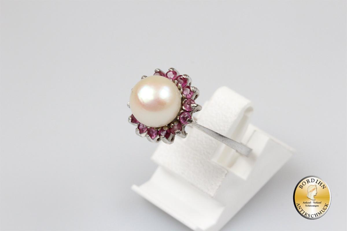 Ring; 14 Karat Weißgold mit einer Perle, Rubine