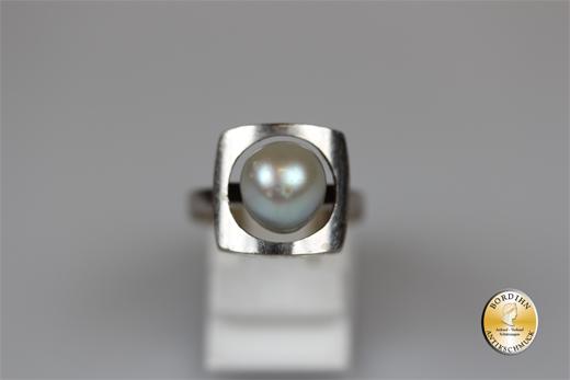 Ring; 14 Karat  Weissgold., grosse Perle