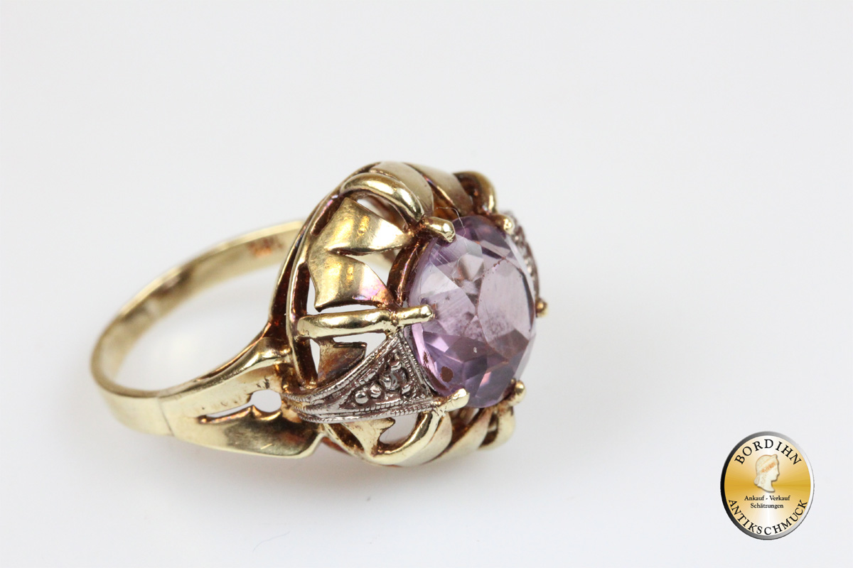 Ring; 14 Karat Gold, Amethyst, 2 Brillianten