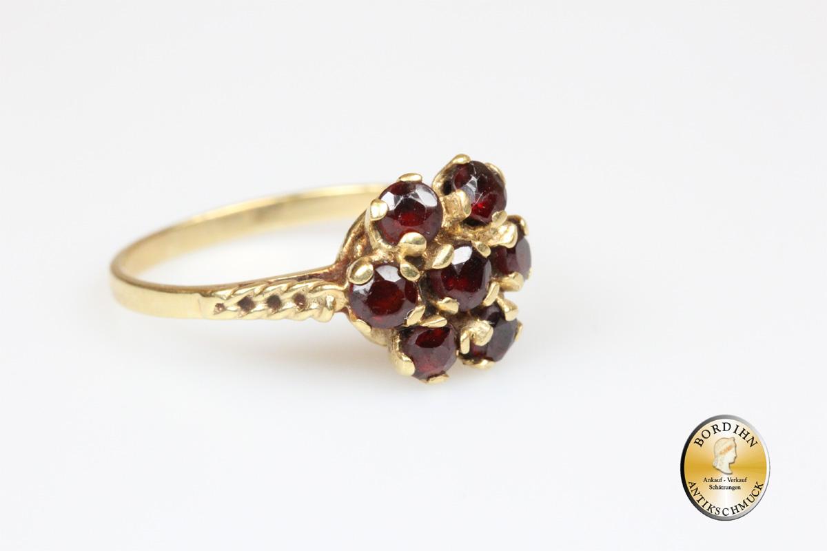 Ring; 14 Karat Gold mit 7 Granaten