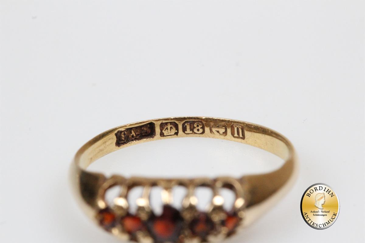 Ring; 18 Karat Gold, 5 x Granat, antik