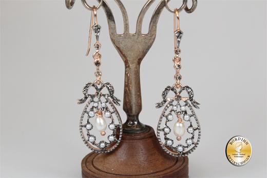 Ohrringe; Silber/verg., Flusswasserperle und synth. Perlchen