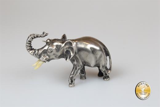Elefant; Silber, mit Broschierung