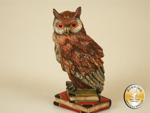 Wiener Bronze, Eule auf zwei Büchern