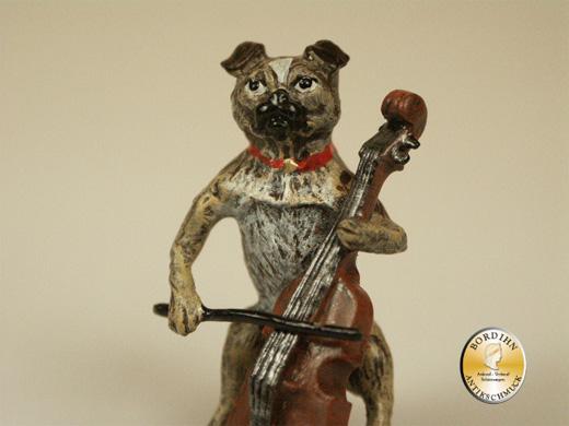 Wiener Bronze, Mops mit Bass
