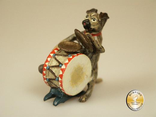 Wiener Bronze, Mops mit Trommel