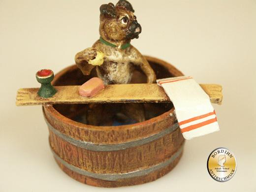 Wiener Bronze, Mops im Bottich